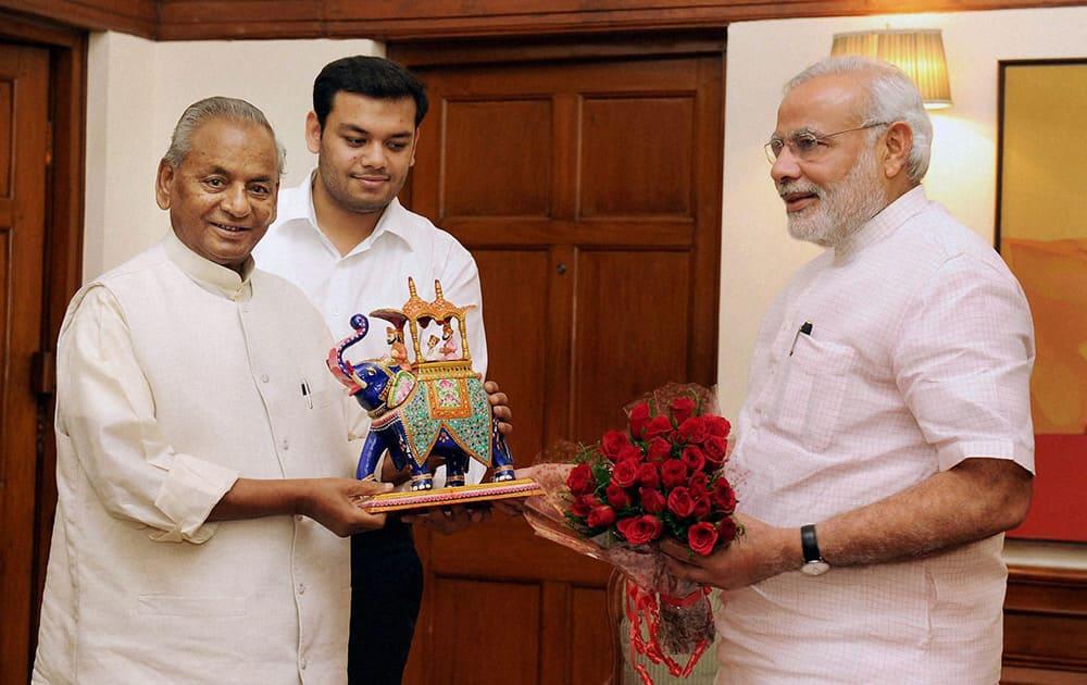 Prime Minister Narendra Modi meets the Governor of Rajasthan, Kalyan Singh.