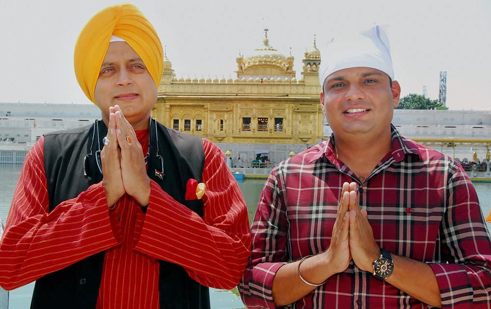 Congress MP Shashi Tharoor at the Golden Temple.