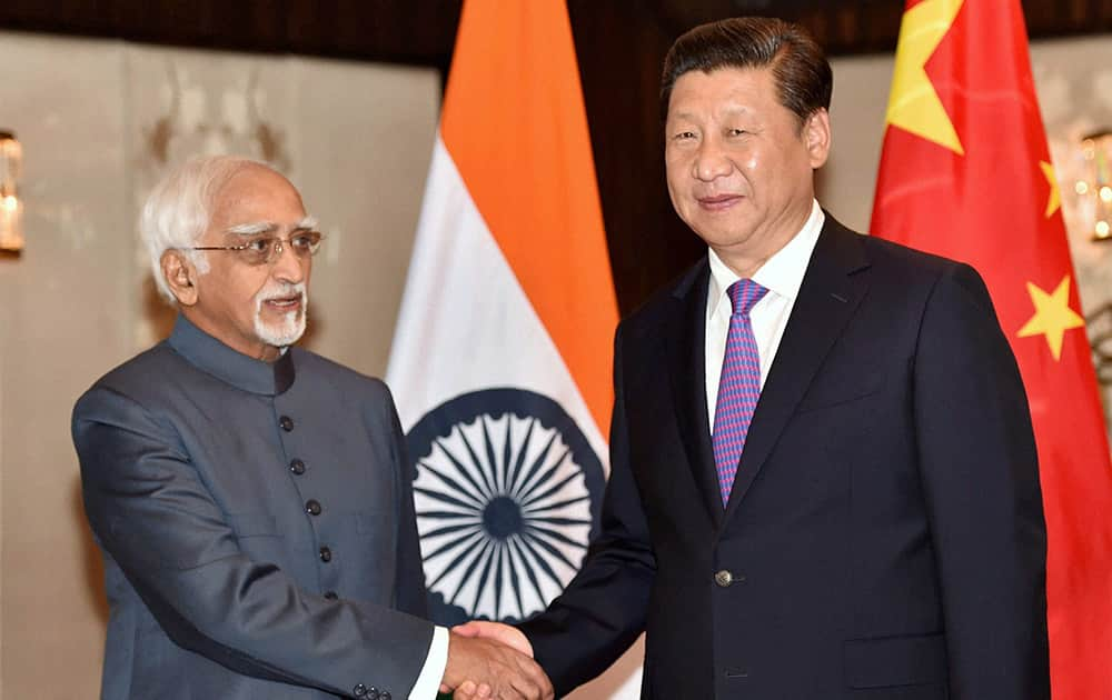 Chinese President Xi Jinping shakes hands with Vice President Hamdi Ansari during a meeting in New Delhi.