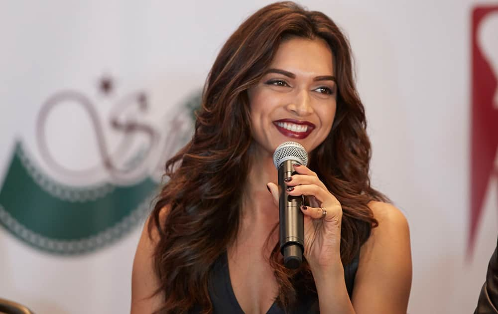 DEEPIKA PADUKONE AT THE PRESS CONFERENCE OF SLAM THE TOUR IN HOUSTON.