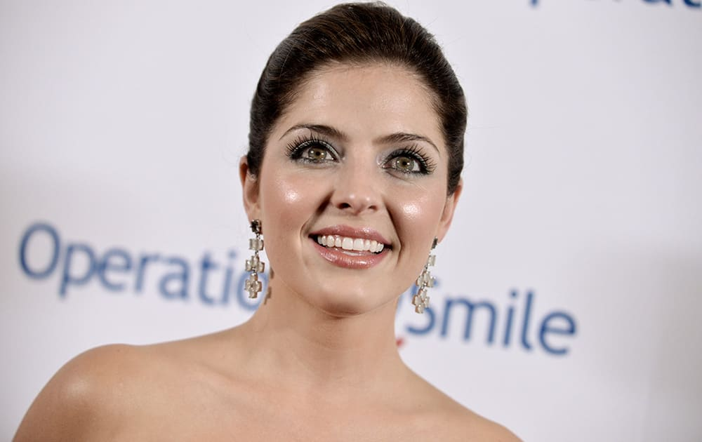Jen Lilley arrives at the Operation Smile's 2014 Smile Gala.