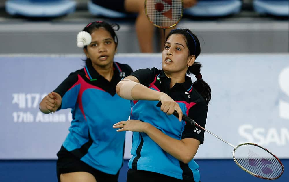 India's Sikki Reddy Nelakurthi, left, and Pradnya Gadre return a shot to Macau's Zhang Zhibo and Wang Rong during the women's Badminton team round of 16 match at the 17th Asian Games in Incheon, South Korea.