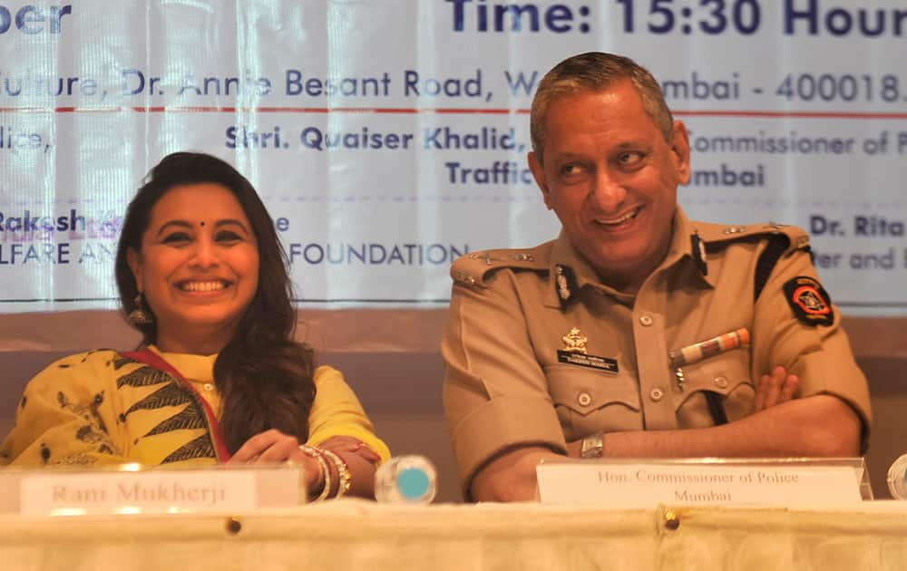 Bollywood actor Rani Mukherjee with Rakesh Maria, Police Commissioner, Mumbai during the launch of an initiative 'Give Way for Ambulance' in Mumbai. -DNA
