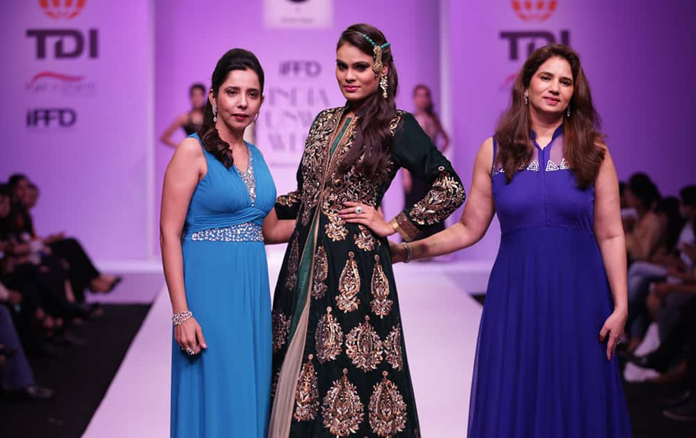 Rosy Ahluwalia and KAvita Gogna Collection at India Runway Week 2014.