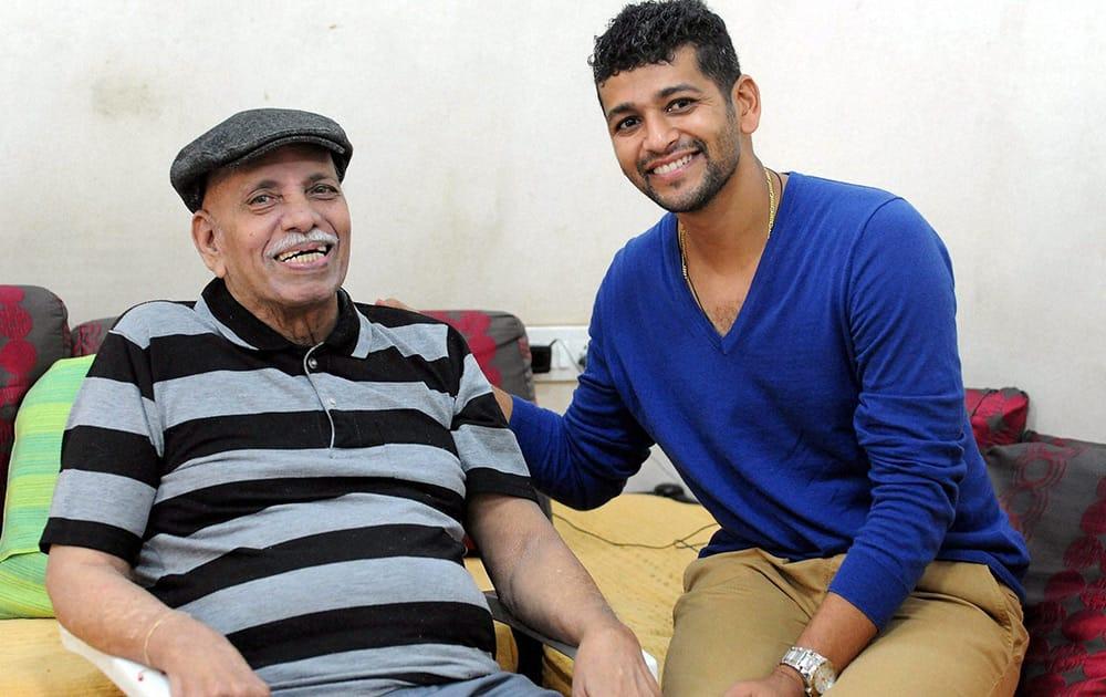 Cricketer Amol Muzumdar meets his coach Ramakant Achrekar before announcing his retirement from first class cricket in Mumbai.