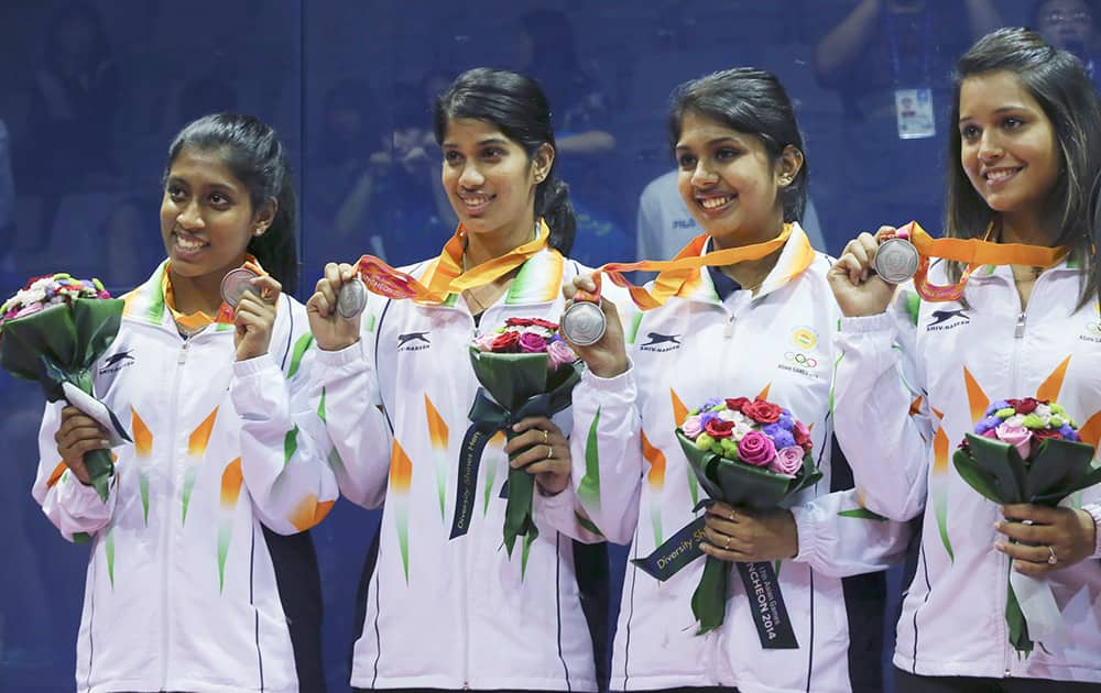 India's Anaka Alankamony, left, Joshna Chinapp, 2nd left, Aparajitha Balamurukan, 2nd right, and Deepika Pallikal, right, pose with their silver medals during the women's team squash award ceremony at the 17th Asian Games.