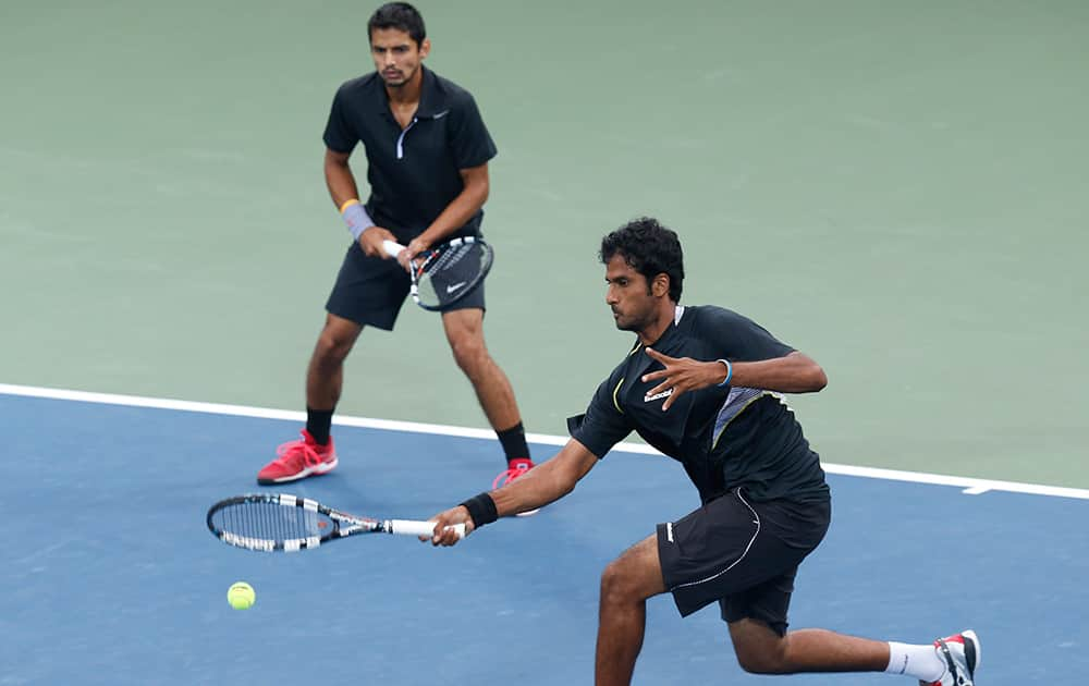 India's Saketh Sai Myneni and Sanam Krishan Singh return a shot to South Korea's Lim Yongkyu and Chung Hyeon during the men's doubles gold medal tennis match at the 17th Asian Games in Incheon, South Korea.