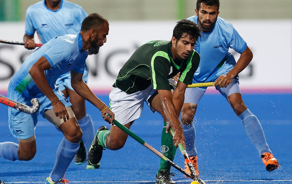 India's Sunil Sowmarpet Vitalacharya, left and Pakistan's Muhammad Waqas fight for the ball during the men's gold medal hockey match at the 17th Asian Games in Incheon, South Korea.