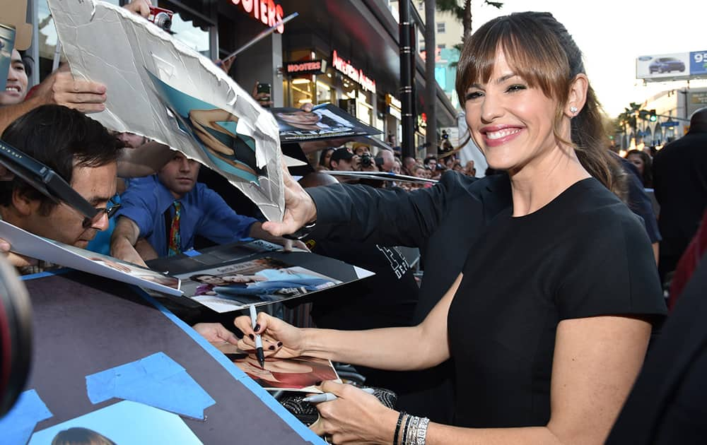 Jennifer Garner signs autographs at the world premiere of 'Alexander And The Terrible, Horrible, No Good, Very Bad Day' at the El Capitan, in Los Angeles.
