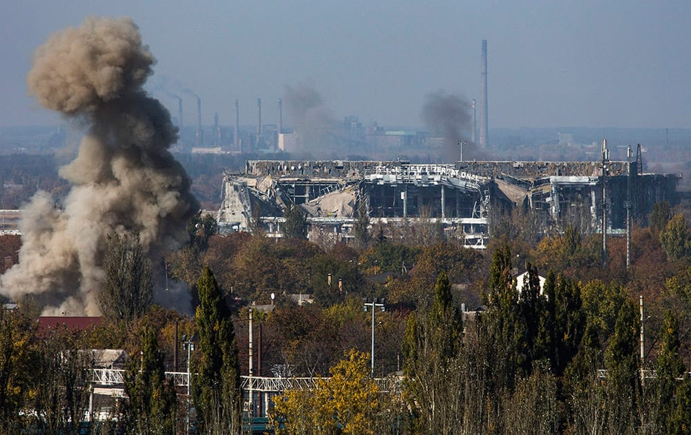 Smoke rises near the main terminal of Donetsk Sergey Prokofiev International Airport during an artillery battle between pro-Russian rebels and Ukrainian government forces in the town of Donetsk, eastern Ukraine.