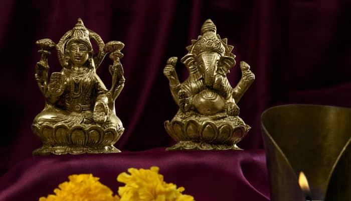 How to perform Lakshmi Puja on Diwali!