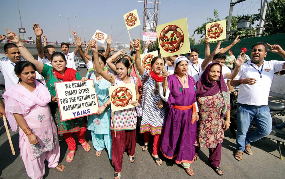 Youth All India Kashmiri Samaj take out a Rath Yatra 'Aakhir Kab Tak' from Jammu to Delhi.