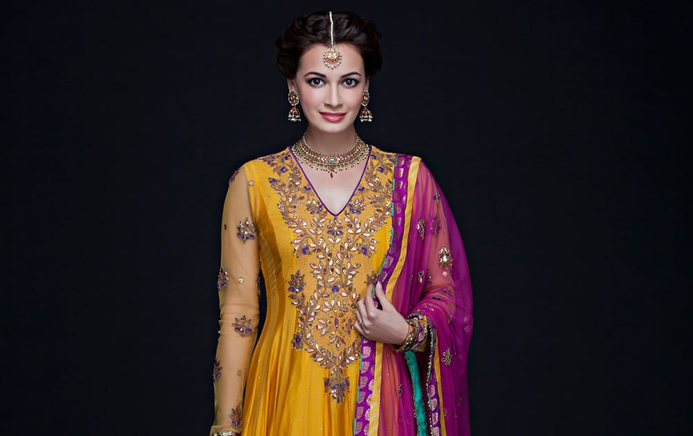 DIA MIRZA IN RITU KUMAR OUTFIT FOR HER MEHNDI FUNCTION.