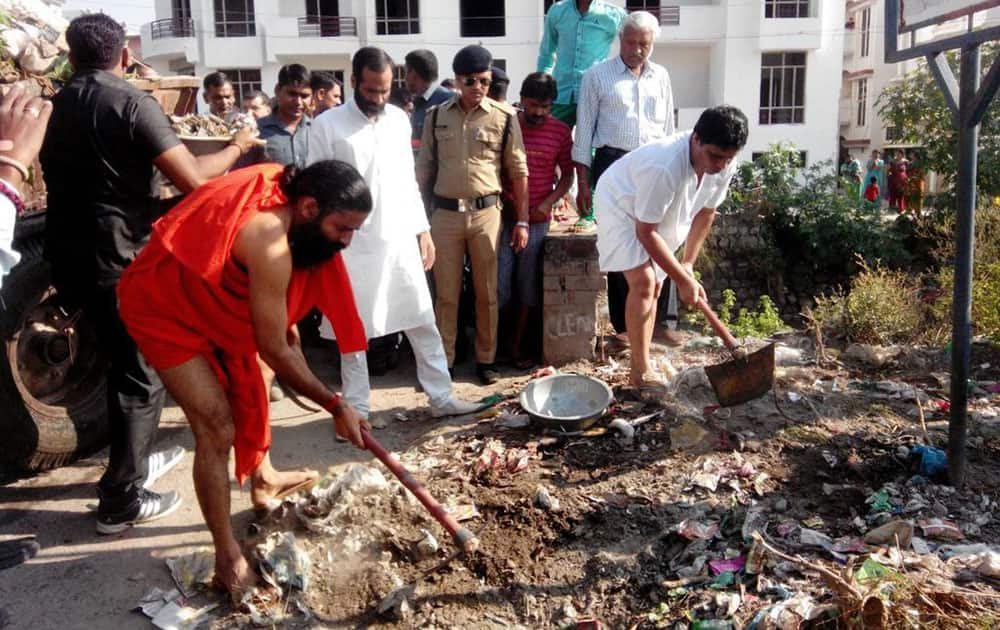 It is Great to see @yogrishiramdev commitment for #SwachhBharat. -twitter
