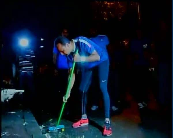 Mr. Anil Ambani is the latest nominee of PM Narendra Modi who has picked up the #MyCleanIndia challenge #SwachhBharat. -twitter