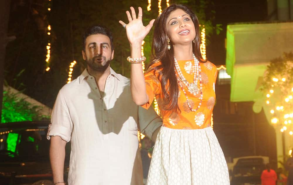 Raj Kundra (L) and Shilpa Shetty (R) during the Shilpa Shetty's Diwali bash in Mumbai. -dna