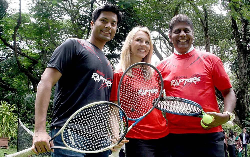 Mittu Chandilya, CEO Air Asia India and owner of Bangalore Raptors with co-owner Inga Chandilya (C) and tennis legend Vijay Amrithraj at the unveiling of the jersey of the team in Bengaluru.