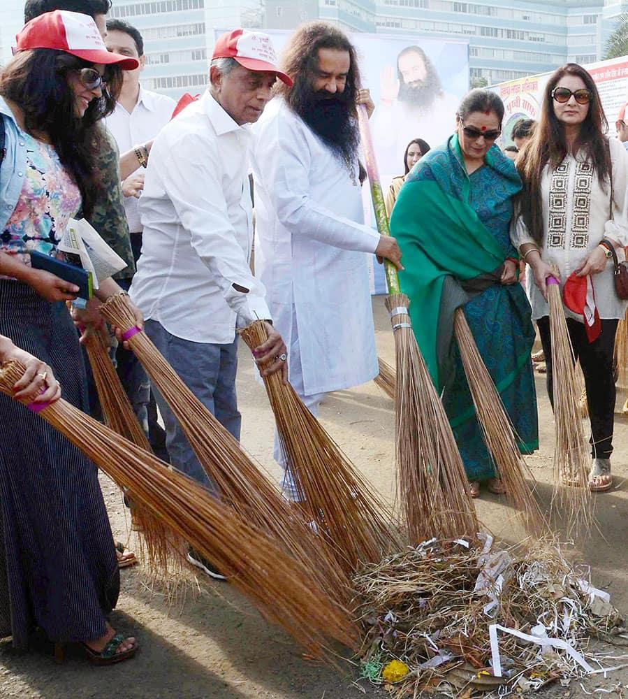 Spiritual Guru Gurmeet Ram Rahim Singh Ji Insan with Poonam Sinha and other followers during a cleanliness drive as a part of Swachh Bharat Abhiyan in Mumbai.