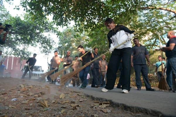 Amitabh Bachchan - The 'Swach Bharat Abhiyaan' .. personalised !! Let every one deserve to be involved .. -twitter