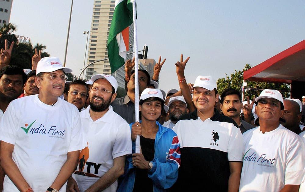 Union Ministers Raosaheb Dadarao Patil Danve, Prakasha Javadekar, Piyush Goyal and Maharashtra CM-designate Devendra Fadanvis during the Run For Unity event at Marine Drive on Sardar Vallabhbhai Patels birth anniversary in Mumbai.