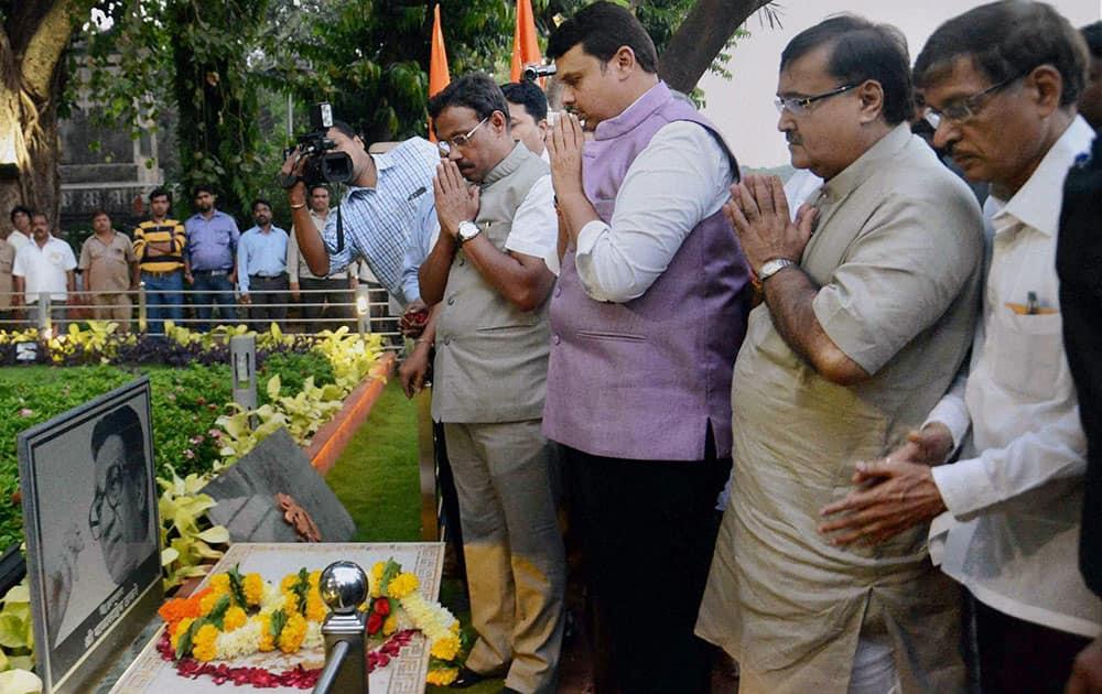 Maharashtra Chief Minister Devendra Fadnavis along with his Cabinet ministers pays tribute to the late Balasaheb Thackeray at Shivtirth in Mumbai.