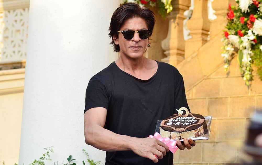 Shah Rukh Khan celebrates birthday in style