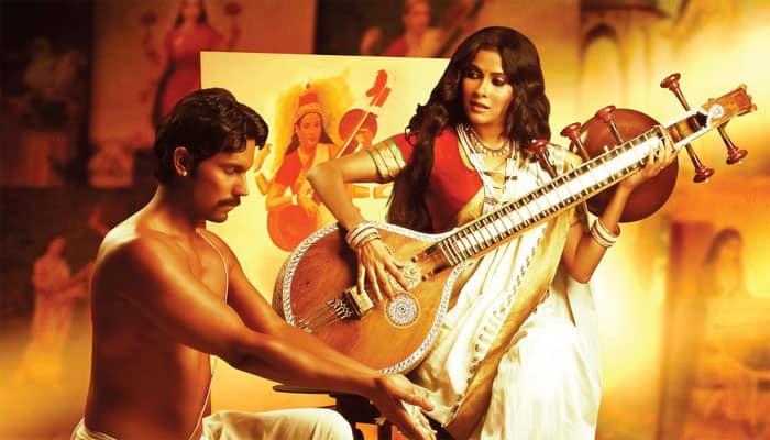 'Rang Rasiya' review: Painting a not so pretty picture