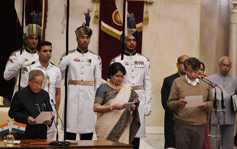 President Pranab Mukherjee administers oath to new Cabinet minister Suresh Prabhu at the swearing-in ceremony at Rashtrapati Bhavan.
