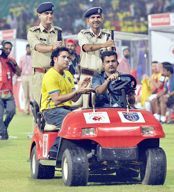 Cricket legend and Kerala Blasters FC co-owner Sachin Tendulkar as a token of appreciation honored two CISF personnel, Tarun Kumar and M.L. Chauhan, before the start of an ISL match between Kerala Blasters and Mumbai City, in Kochi.