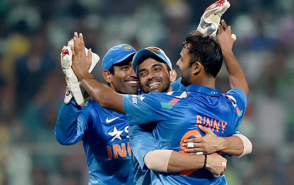 Stuart Binny jubiliates with his teammates after dismissing Sri Lankan batsman D Chandimal during 4th ODI cricket match at Eden Garden in Kolkata.