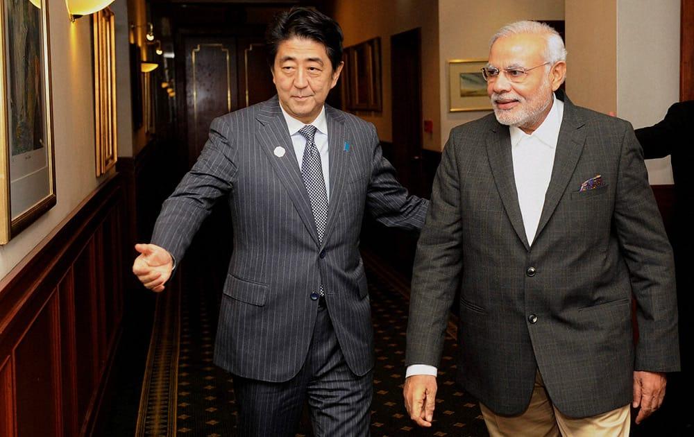 Prime Minister Narendra Modi with Japanese Prime Minister Shinzo Abe at a meeting over dinner.
