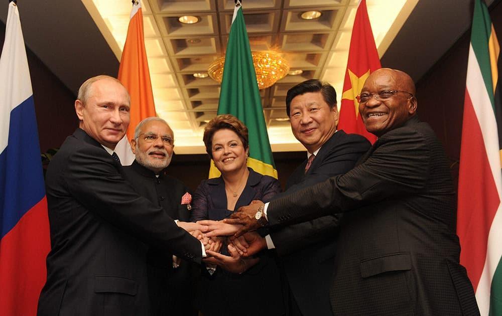 Prime Minister Narendra Modi with Russian President Valdimir Puti, Brazilian President Dilma Rousseff, Chinese President Xi Jinping and South African President Jacob Zuma at an informal BRICS meeting during G 20 Summit in Brisbane, Australia.
