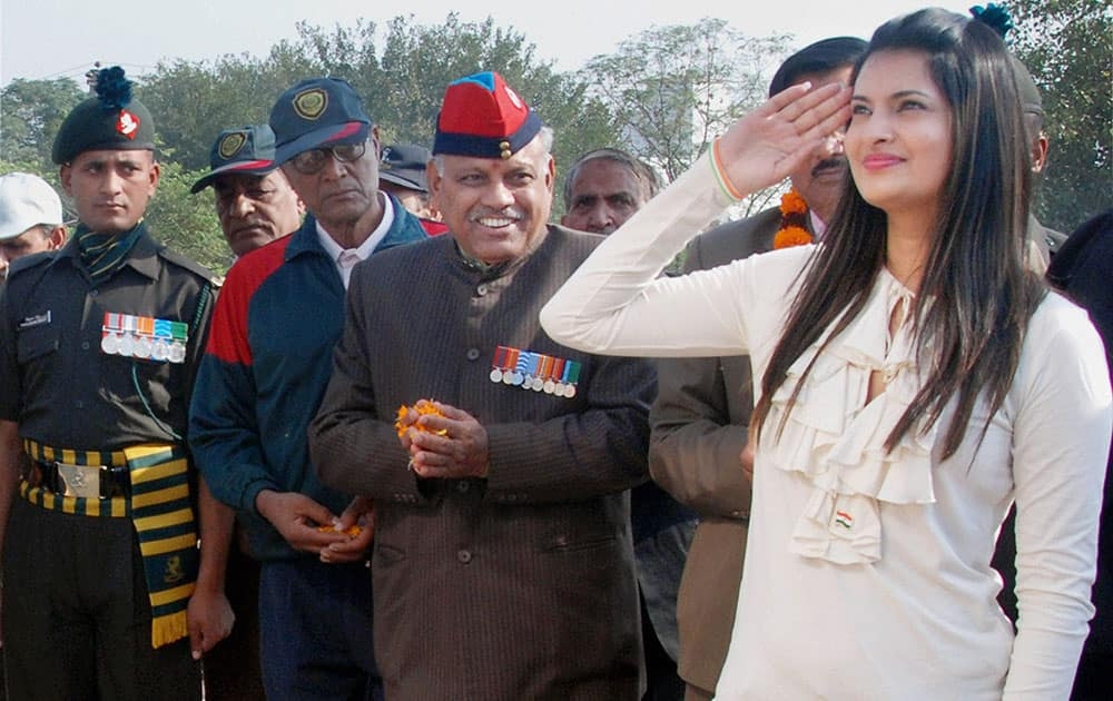 Bollywood actress Sayali Bhagat paying tributes to the martyrs on Rejangla Day in Gurgaon.