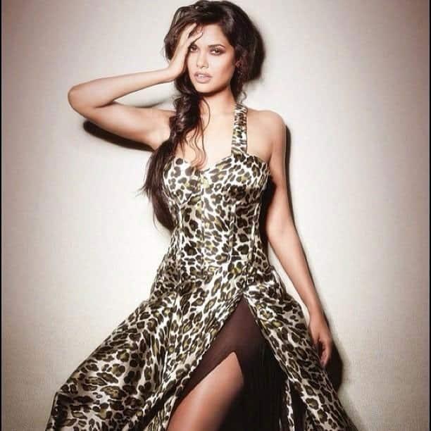 Twitter style: Esha Gupta