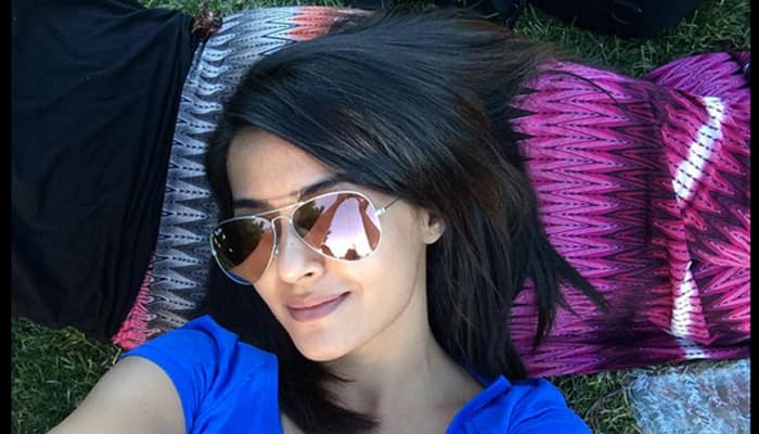 Surveen Chawla performs special number in 'Welcome Back'?
