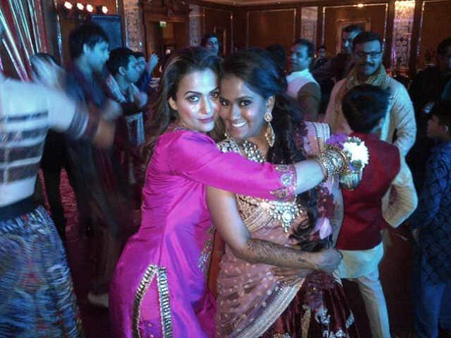 amrita arora -The lovely Bride my pita@khanarpita !  -TWITTER