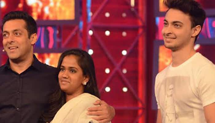 `Bigg Boss 8`: When Arpita, Aayush paid a surprise visit on Salman's show!