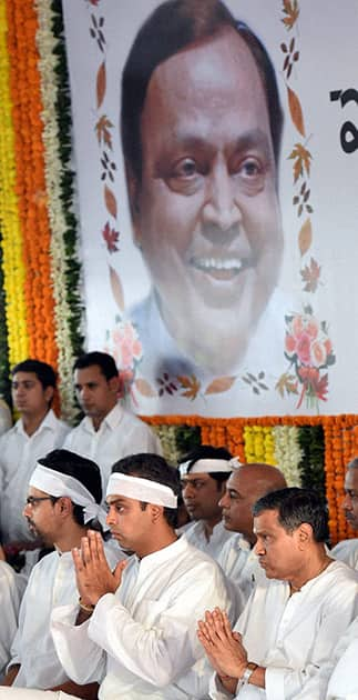 Congress MP Milind Deora at the funeral of his father, former Union minister Murli Deora in Mumbai.