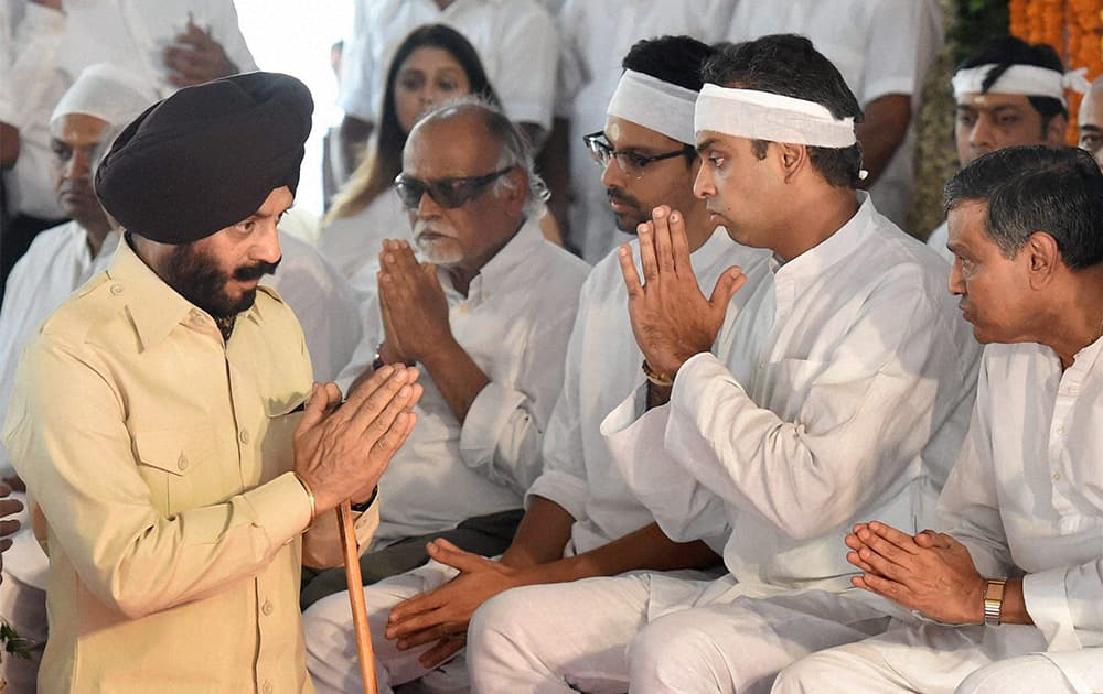 All-India Anti-Terrorist Front Chairman Maninderjeet Singh Bitta condoles with Milind Deora during the funeral of veteran party leader and former union minister Murli Deora in Mumbai.