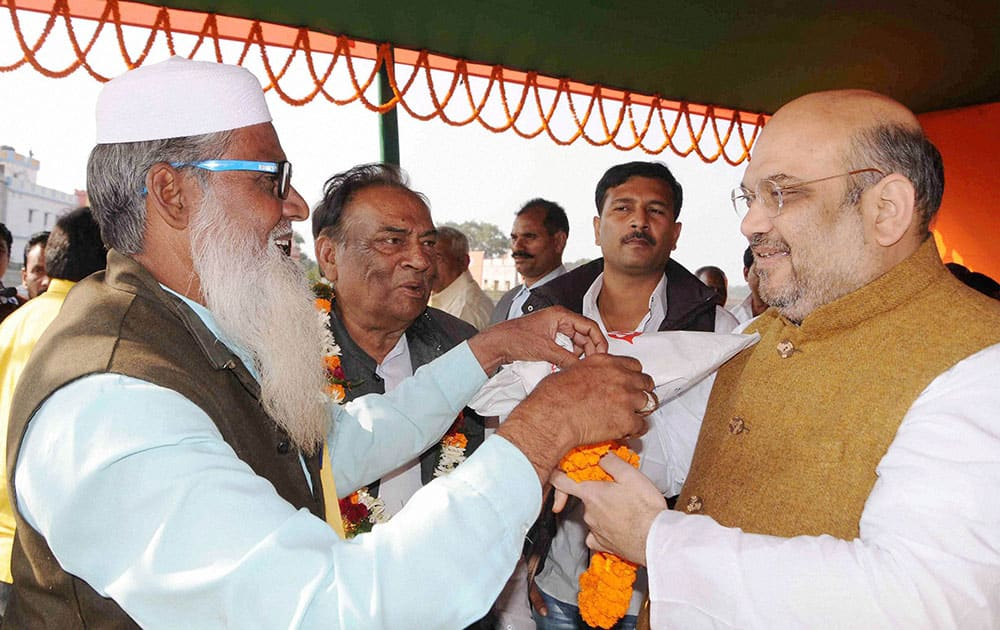 BJP National President Amit Shah being welcomed by a party leader during an election rally at Bahragora in Jharkhand.