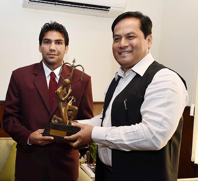 Sports Minister Sarbananda Sonowal presents the Arjuna Award to Boxer Manoj Kumar in New Delhi.