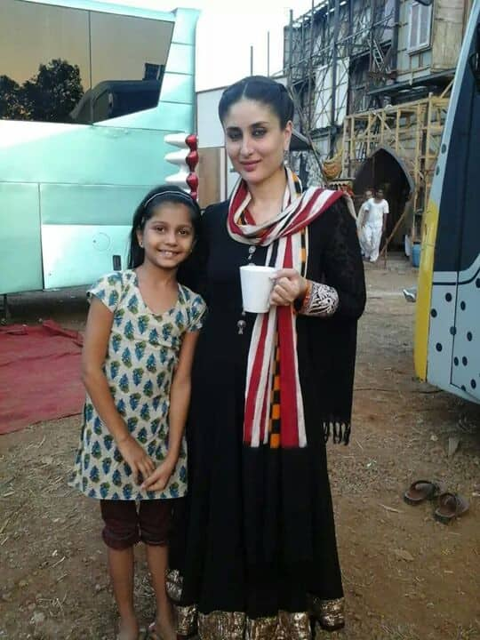 Kareena spotted with her little Fan on the sets of Bajrangi Bhaijaan  - Twitter