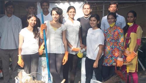 Trisha Krishnan volunteers to clean animal home