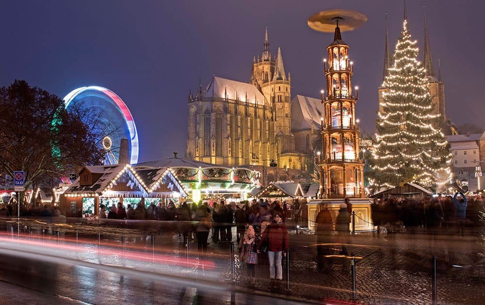 this picture shows the Christmas market in front of the Mariendom (Cathedral of Mary) in Erfurt, central Germany