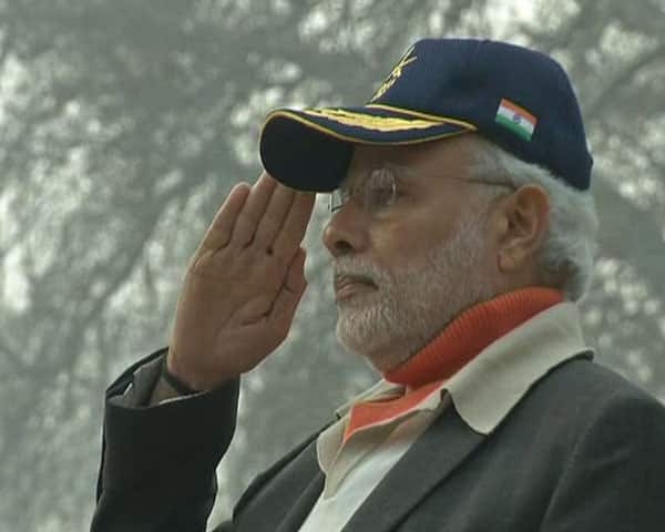 PM Narendra Modi pays tributes to jawaans at the #BadamiBagh headquarters of the Indian #Army. -twitter