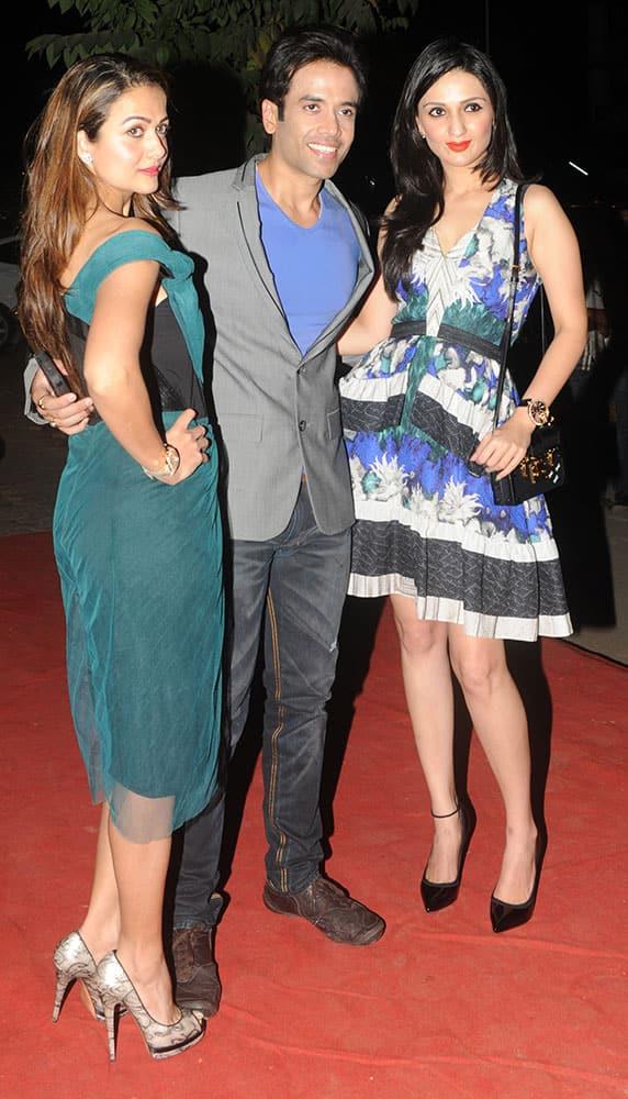 Amrita Arora (L), Tusshar Kapoor (C) and Anu Dewan (R) during opening of Vikram Phadnis fashion store Krasaa at JVPD, Juhu in Mumbai.  -dna