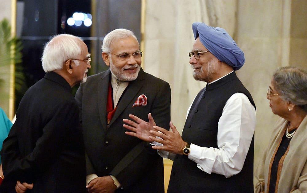 Vice President Hamid Ansari, Prime Minister Narendra Modi and former prime minister Manmohan Singh talk at a dinner in Russian President, Vladimir Putins at Rashtrapati Bhavan.