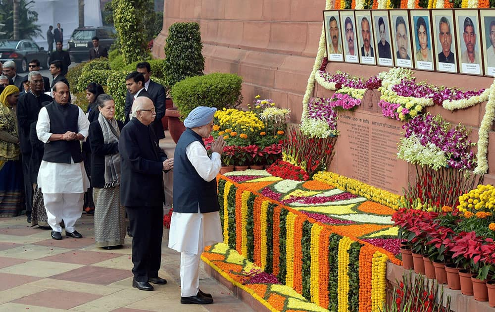 Former PM Manmohan Singh, LK Advani, Sonia Gandhi and other dignitaries paying tributes to the martyrs of 2001 Parliament attack on its 13th anniversary, at Parliament House in New Delhi.