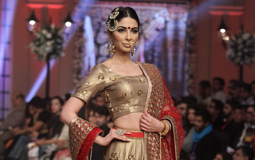 A Pakistani model presents a creation by Indian designer Mini Bindra during the second day of Telenor Bridal Couture Week 2014, in Lahore, Pakistan.