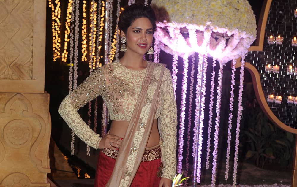 Esha Gupta during Riddhi Malhotra and Tejas Talwalkar's marriage reception in Mumbai. -dna